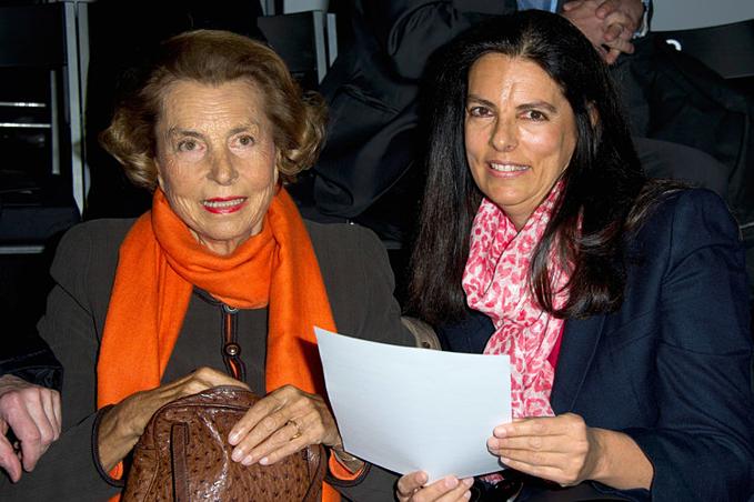 Liliane Bettencourt và con gái Francoise Bettencourt Meyers tại Tuần lễ Thời trang Paris 2012. Ảnh:Pascal Le Segretain.