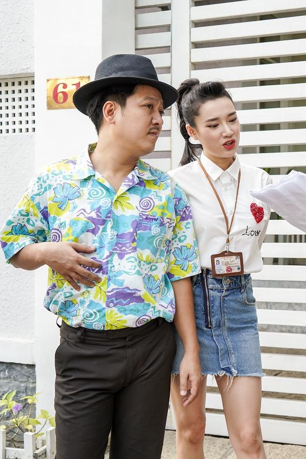 Trường Giang và Nhã Phương kết hôn vào cuối tháng 9/2018 sau nhiều năm yêu nhau đầy sóng gió. Trong lễ cưới, nam diễn viên chia sẻ anh và Nhã Phương cố gắng hạnh phúc để bố mẹ hai bên yên lòng, không vì chứng minh với bất kỳ ai.