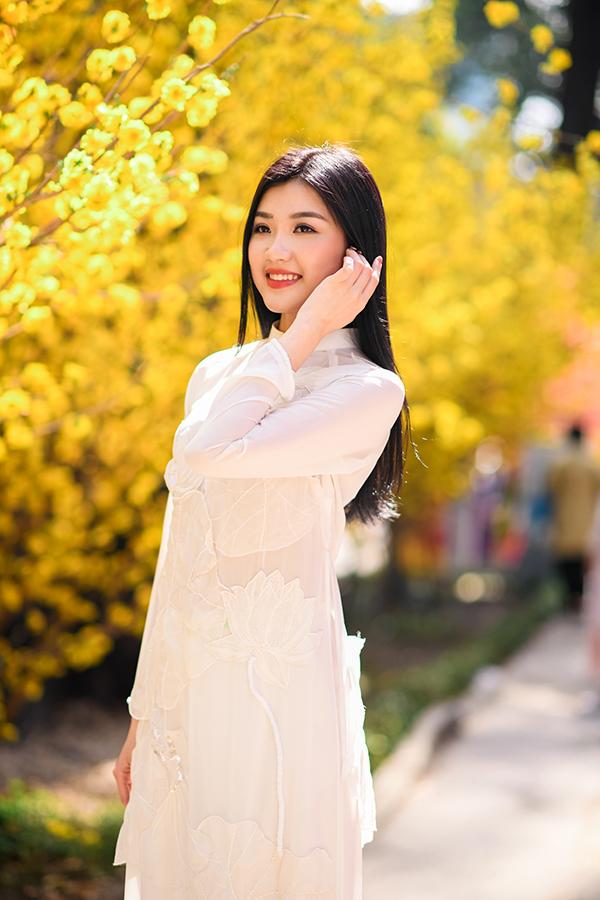 Lương Thanh tên thật Lương Huyền Thanh, sinh năm 1996 tại Thanh Hóa. Cô sở hữu chiều cao 173 cm cùng vóc dáng gợi cảm, gương mặt xinh đẹp.
