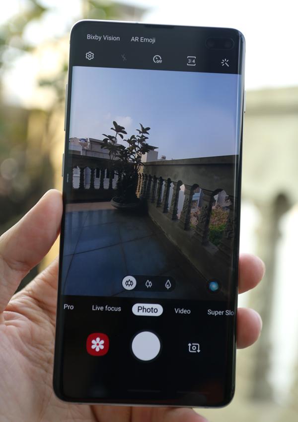 Galaxy S10+: Vẻ ngoài ấn tượng, camera thú vị - 2