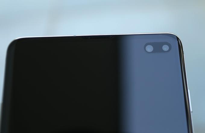 Galaxy S10+: Vẻ ngoài ấn tượng, camera thú vị