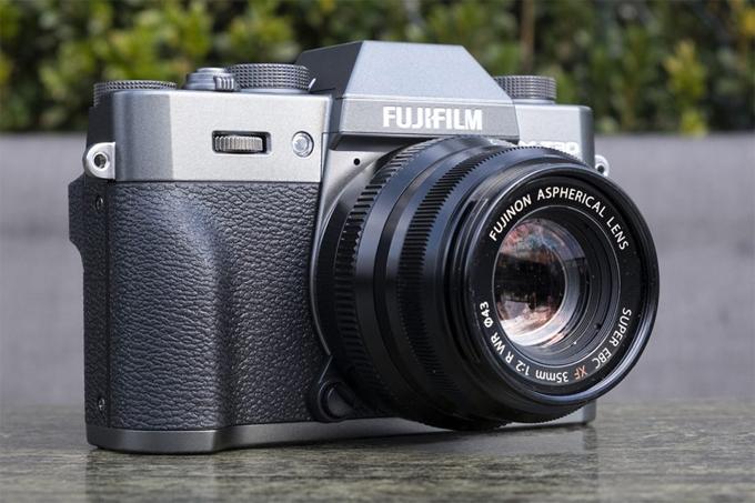 Fujifilm thông báo sẽ mở rộng dòng máy ảnh không gương lật X Series vớiX-T30.  X-T30 là một máy ảnh nhỏ và mạnh mẽ, có bộ cảm biến và bộ xử lý hình ảnh thế hệ thứ 4 mới với độ phân giải 26,1 megapixel và tự động lấy nét hiệu suất cao được cải thiện. Các pixel phát hiện pha để lấy nét tự động nhanh và chính xác nằm trên toàn bộ khung của cảm biến hình ảnh mới.