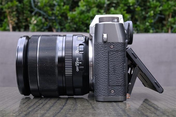 Hiệu suất AF được cải thiện khả dụng với ảnh tĩnh và video. Hiệu suất video cũng được tăng cường, cung cấp khả năng ghi âm độ phân giải cao và quay video 4K / 30P mượt mà.  Fujifilm hy vọng rằng những cải tiến được giới thiệu với X-T30 có nghĩa là máy ảnh này sẽ thu hút nhiều người dùng hơn từ các nhiếp ảnh gia chuyên nghiệp đến những người mua máy ảnh không gương lật lần đầu.