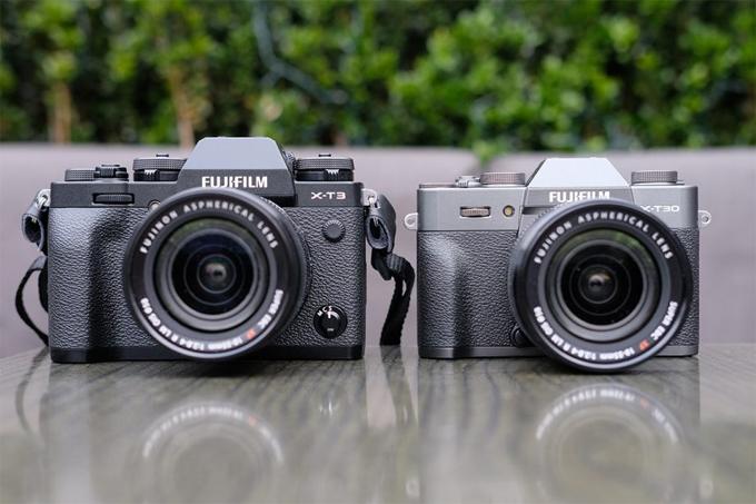 Tính năng mà X-T30 bị rút gọn so với X-T3 đó là khả năng quay video, khi chiếc máy ảnh này chỉ có thể quay 4K30p thay vì 4k60p, cùng với đó là chất lượng được giảm xuống còn 8-bit 4:2:0 thay vì 10-bit 4:2:0.