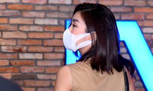 Đỗ Mỹ Linh đeo khẩu trang kín mít đi xem phim