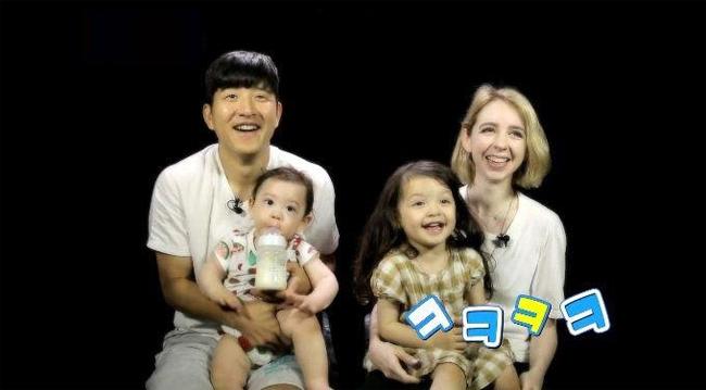 Nét đáng yêu của cặp búp bê lai nhí xứ Hàn - 12