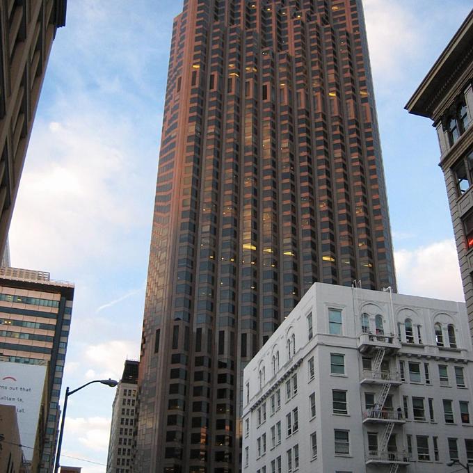Tòa nhà số 555 đường California,San Francisco (Trump sở hữu 30%) thêm nhiều nhất vào tài sản của Trump, 105 triệu USD. Giá trị ròng hiện tại: 452 triệu USD.