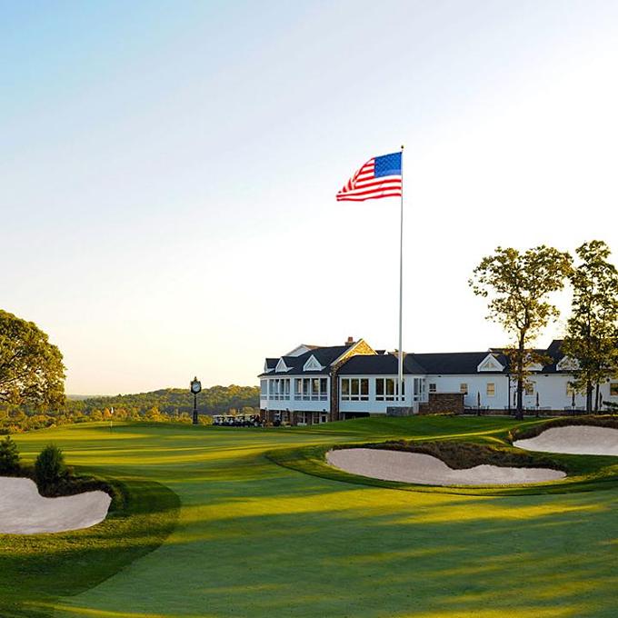 Trump sở hữu 10 sân golf ở tại 6 bangMỹ, tổng trị giá 192 triệu USD, không đổi so với năm trước.