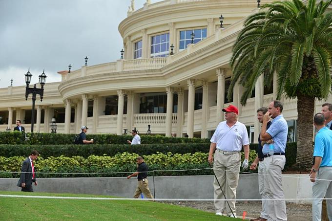 Resort golf 643 phòng của Trump tại Miami mất giá 26 triệu USD, còn 123 triệu USD. Hai cơ ngơi golf ở Scotland và một ở Ireland tăng giá, bù lại.