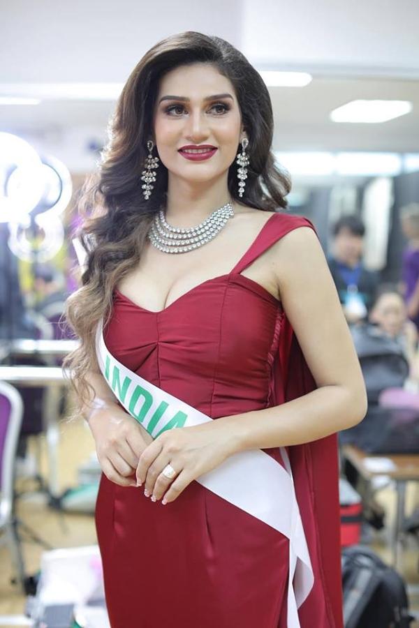 Hoa hậu Ấn Độ.