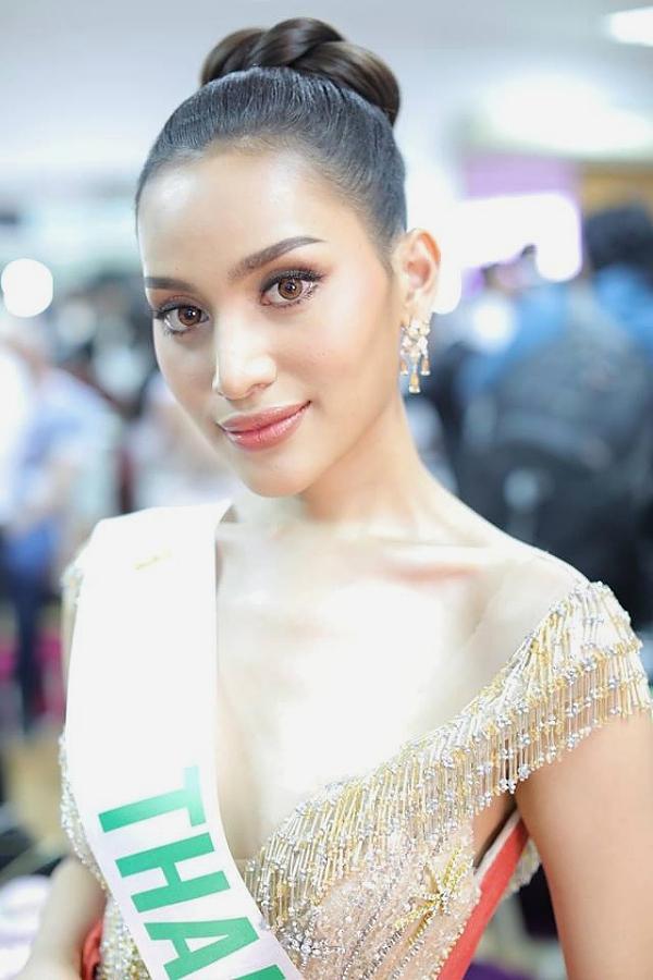 Đại diện Thái Lan -  Kanwara Kaewjin, 22 tuổi và hiện là một người mẫu.