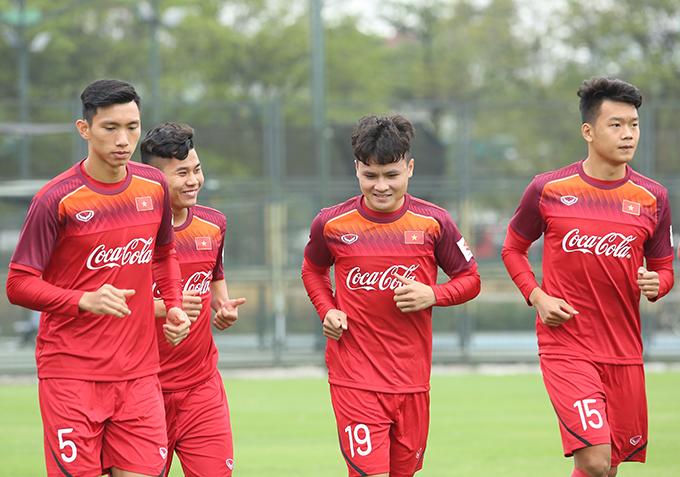 Quang Hải và đồng đội trên sân tập của U23 Việt Nam. Ảnh: Đương Phạm.