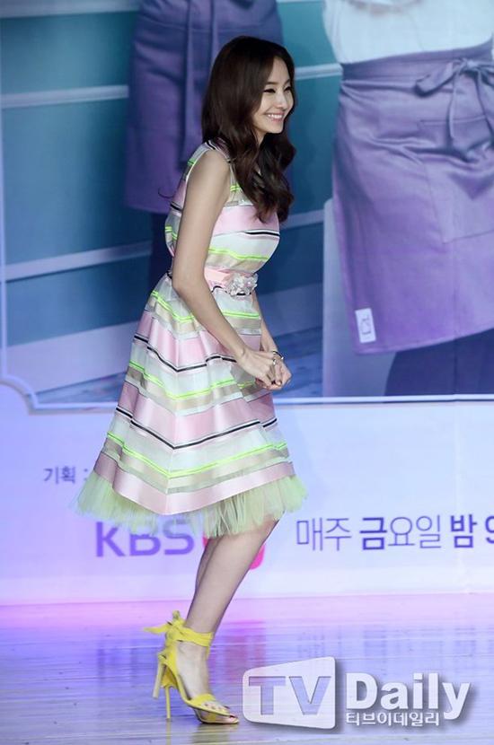Han Chae Young xứng danh búp bê Hàn bất chấp tuổi 38 - 3