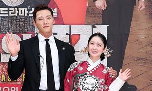 Jang Nara chăm sóc người yêu màn ảnh như chăm trẻ con