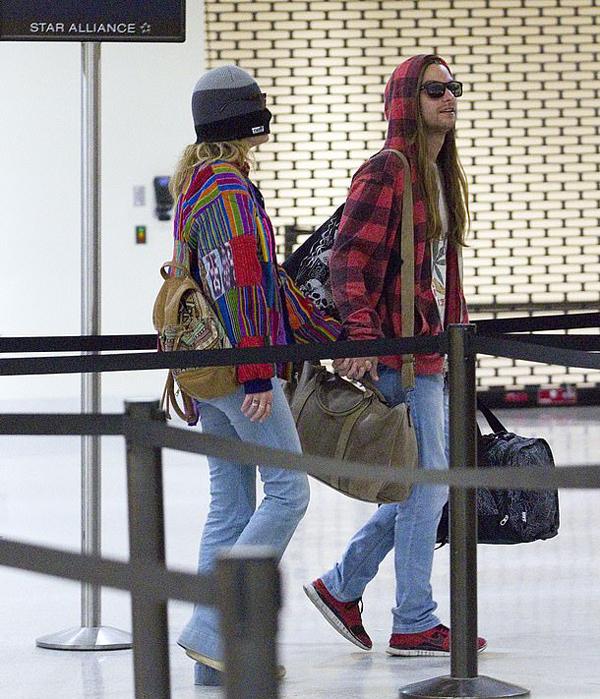 Paris từ chối trả lời các phóng viên ảnh khi được hỏi về bộ phim. Theo X17, cô con gái duy nhất của Michael Jackson chưa xem Leaving Neverland và cũng không hề có ý định xem phim.