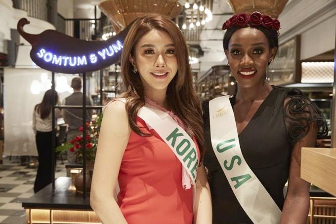 Tân Hoa hậu bên cạnh thí sinh Hàn Quốc.