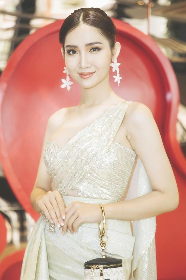 Ngay ngày đầu nhập cuộc, Nhật Hà gây chú ý với nhan sắc xinh đẹp, gu thời trang chỉn chu.