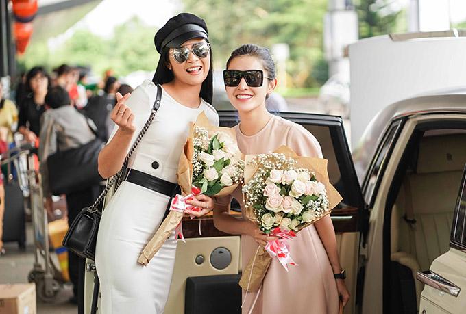 Hoa hậu Ngọc Hân vui vẻ hội ngộ Huyền My. Hai người đẹp có mối quan hệ thân thiết.