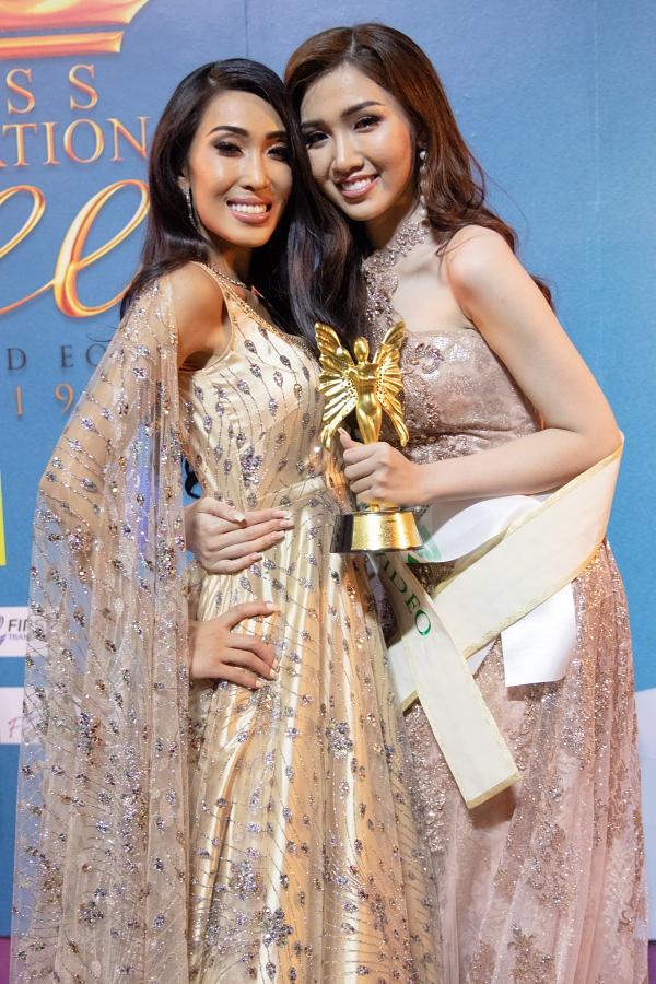 Nhật Hà có tình bạn đẹp với thí sinh Canada - Julie Vu là một người đẹp gốc Việt.