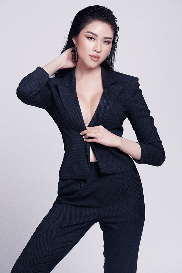 Bộ ảnh được thực hiện với sự hỗ trợ của stylist Long Ichi, nhiếp ảnh Milor Trần, trang điểm Thai Vu Tai Ngan.