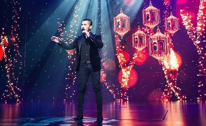 Ca sĩ Quốc Thiên biểu diễn ca khúc Mong manh tình về trong sự kiện này.