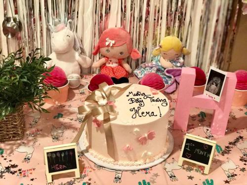 Tiệc đầy tháng của bé Hera tại Mỹ.