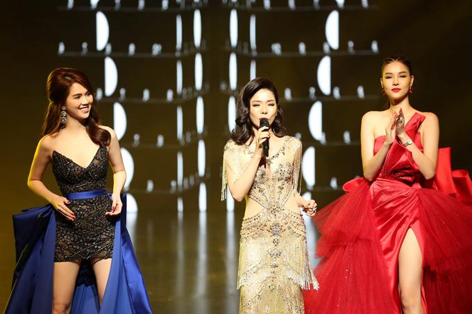 Ngọc Trinh cùng Kỳ Hân trình diễn trên nền nhạc bolero do Lệ Quyên thể hiện.
