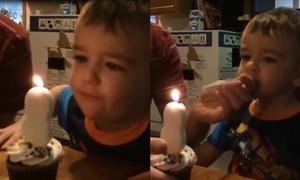 Bé 3 tuổi 'vật vã' học thổi nến sinh nhật