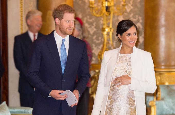 Harry - Meghan có mặt ở tiệc kỷ niệm 50 năm trở thành Hoàng tử xứ Wales của Thái tử Charles tại Điện Buckingham hôm 5/3. Ảnh: PA.
