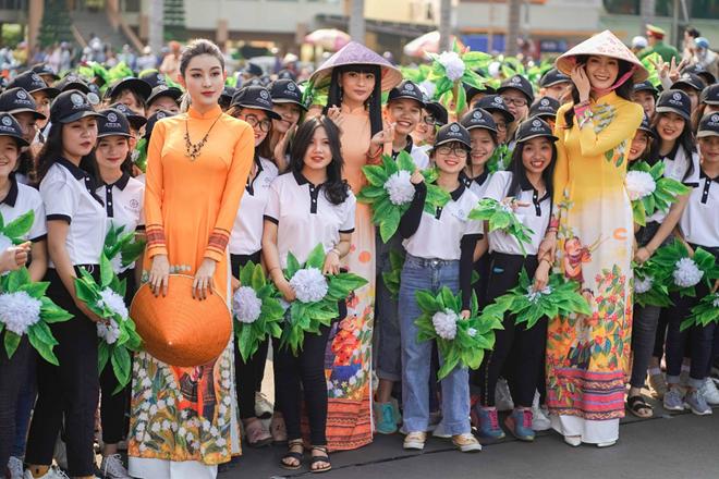 Dàn Hoa hậu, Á hậu gây ấn tượng với người dân