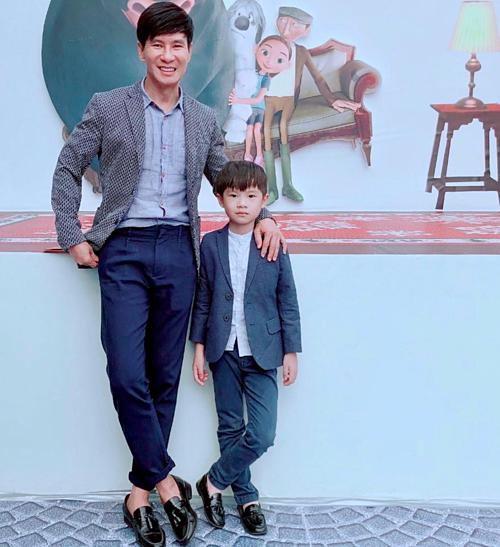 Lý Hải và con trai cả Rio.