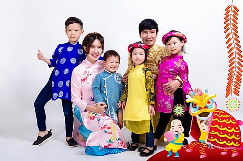 Vợ chồng Lý Hải - Minh Hà hạnh phúc bên 4 con(Rio, Cherry, Sunny và Mio).