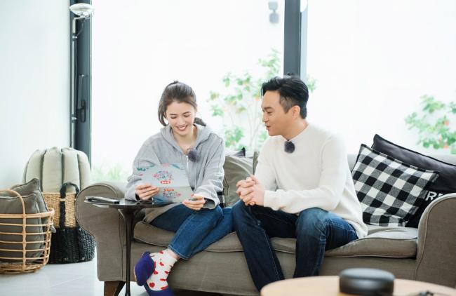 Vợ chồng Vịnh Nghi tham gia show truyền hình.