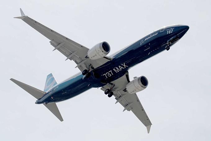 737 MAX cất cánh tại triển lãm hàng không Paris tháng 6/2017. Ảnh: Reuters.