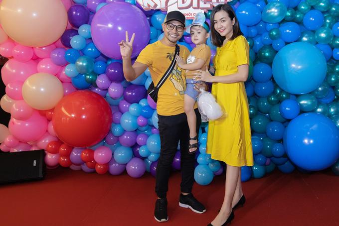 Từ khi chuyển sang vai trò đạo diễn Huỳnh Đông khá bận rộn. Sau khi phim Hạnh phúc của mẹ do anh thực hiện ra rạp, Huỳnh Đông mới có nhiều thời gian dành cho vợ con hơn.