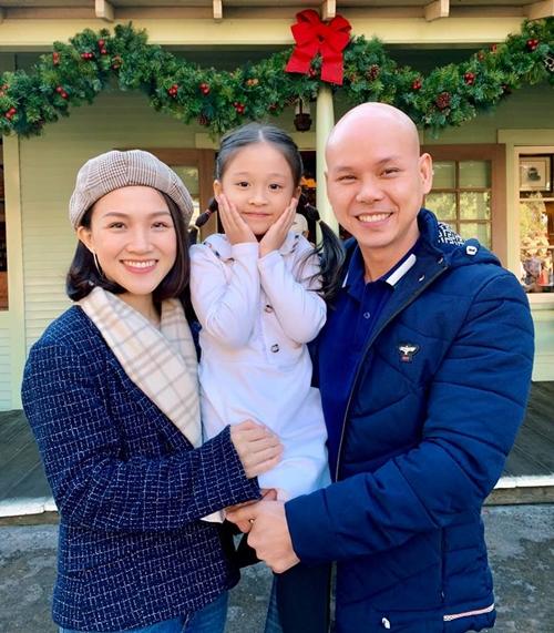 Gia đình ca sĩ Phan Đinh Tùng và Thái Ngọc Bích.