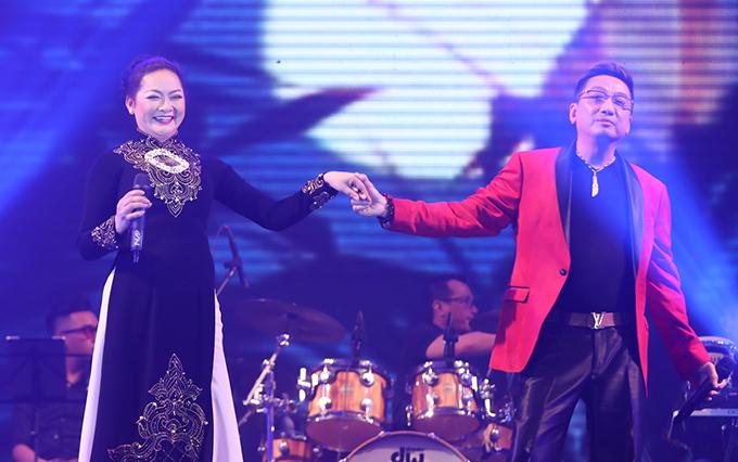 Chương trình còn có sự tham gia của nhiều khác mời khác. Như Quỳnh và Tuấn Vũ một lần nữa tình tứ trong nhạc phẩm Không giờ rồi.