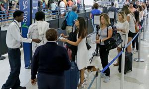 Một số bí quyết giúp nhanh chóng qua cửa an ninh sân bay