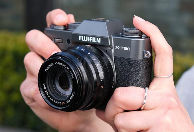 Máy ảnh không gương lật Fujifilm X-T30 về Việt Nam
