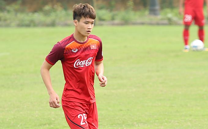 Nguyễn Hoàng Đức trên sân tập cùng U23 Việt Nam sáng 11/3. Ảnh: Đương Phạm.