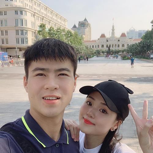 Quỳnh Anh khoe ảnh dạo phố đi bộ Nguyễn Huệ (TP HCM) cùng bạn trai Duy Mạnh.