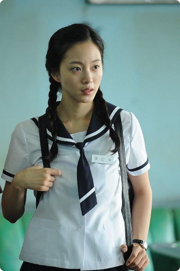 Trong phim Birth of  Beauty chiếu năm 2014, Han Ye Seul có vài lần