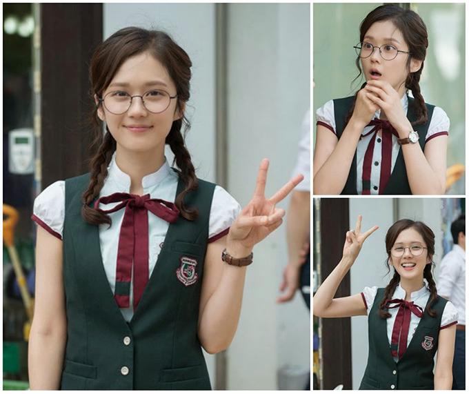 Vào vai chính phim Định mệnh anh yêu em bản Hàn khi 33 tuổi, Jang Nara gây thương nhớ với tạo hình học sinh đáng yêu. Ngay cả ngoài đời ở thời điểm hiện tại, nữ thần xứ Hàn vẫn giữ cho mình vẻ bé bỏng, ngây thơ dù gần chạm ngưỡng 40.
