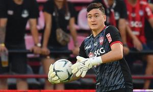 Văn Lâm vào đội hình tiêu biểu Thai League