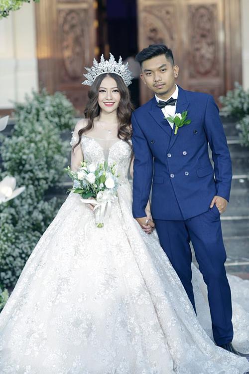 Nữ ca sĩ lên xe hoa hồi đầu năm 2019 với ông xã Triệu Vương.