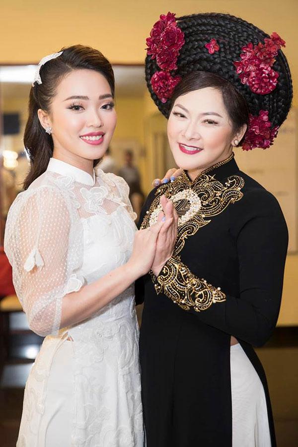 Ngoài Tuấn Vũ, Quang Lê, trong đêm nhạc, Như Ý còn có cơ hội gặp gỡ và giao lưu với ca sĩ Như Quỳnh. Cô cho biết ngưỡng mộ đàn chị từ khi còn nhỏ.