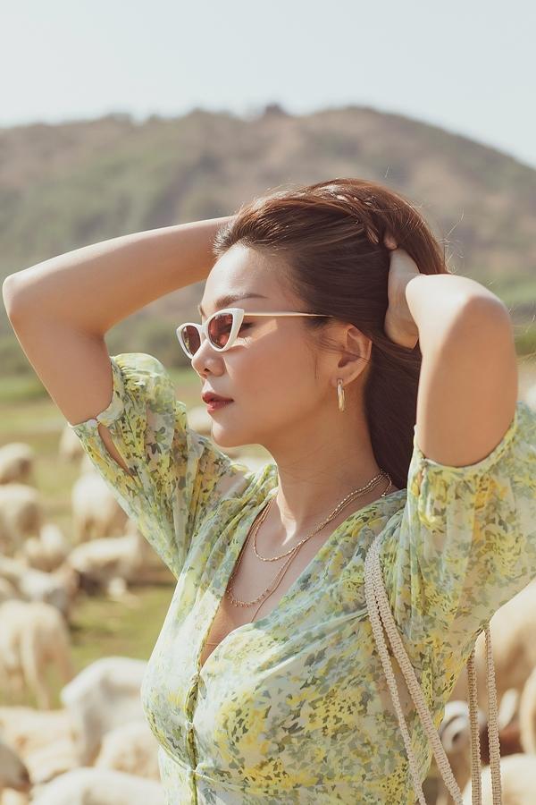 Thanh Hằng sinh năm 1983, đăng quang Hoa hậu Phụ nữ Việt Nam qua ảnh 2002. Cô trở thành người mẫu hàng đầu của làng thời trang Việt Nam, sau đó lấn sân điện ảnh với nhiều bộ phim: Nụ hôn thần chết, Mỹ nhân kế, Mẹ chồng.