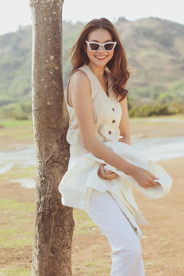 Nụ cười rạng rỡ là lợi thế của Thanh Hằng khi chụp ảnh.