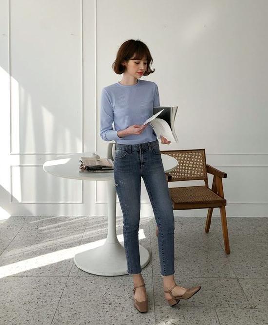 Jeans có nhiều kiểu dáng để mang tới sự phong phú và giúp các nàng công sở thỏa sức mix đồ khi đi làm, đi chơi.