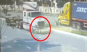 Thanh niên thoát chết thần kỳ khi bị container 'nuốt' vào gầm